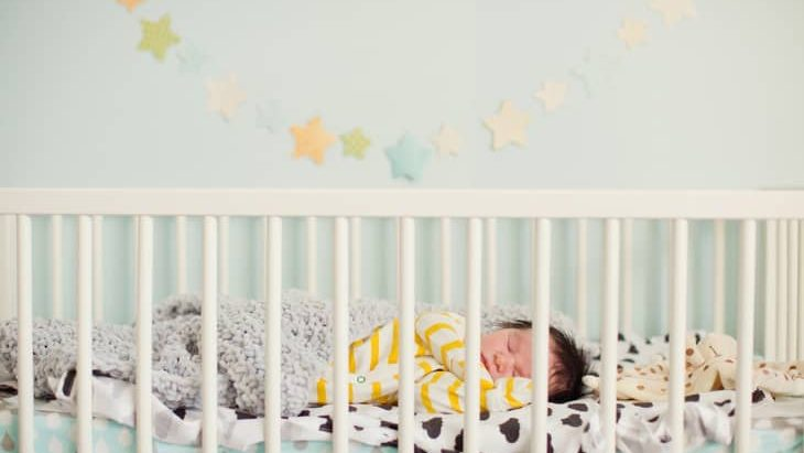 Best Cribs for Short Moms in 2020 - Buyer's Guide