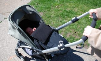 Best-Strollers-for-Tall-Parents